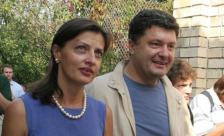 Порошенко рассказал, как делал уколы больным, пока его жена спала на ночном дежурстве