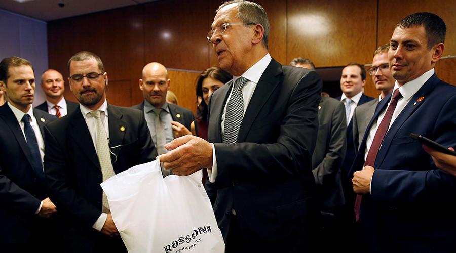 Лавров принёс американским журналистам водку