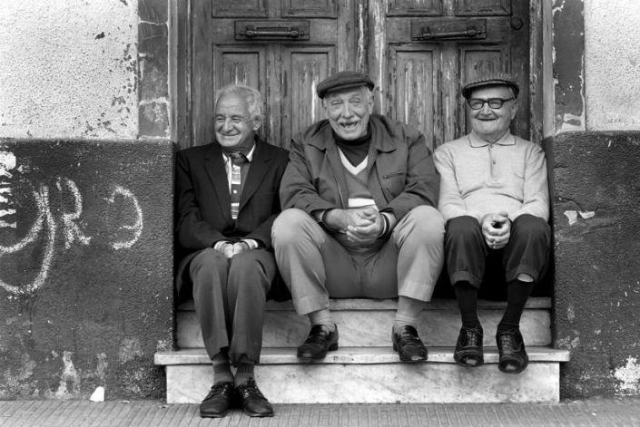 Для счастливой старости друзья важнее, чем родственники