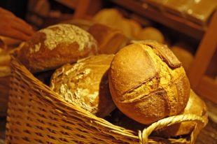 Кого кормят просроченным хлебом?