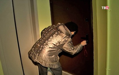 В Москве неизвестные залили клеем дверные замки в доме