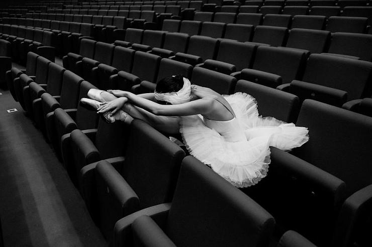 Обратная сторона балета в проекте питерской балерины и фотографа Дарьян Волковой
