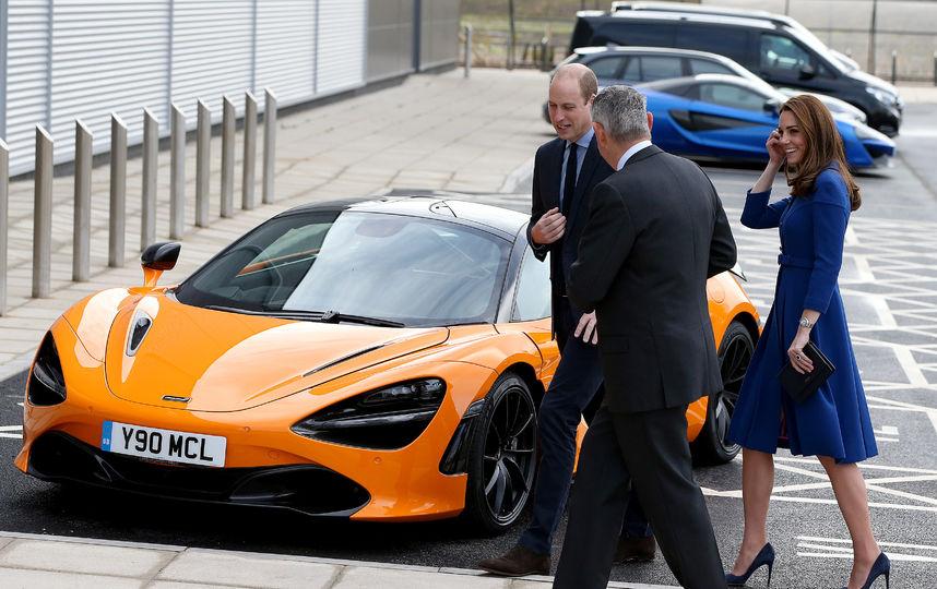 Королевский синий! Кейт Миддлтон и принц Уильям посетили автозавод