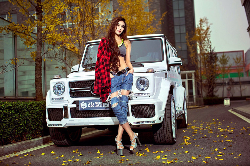 Brabus B63 в компании очаровательной азиатки