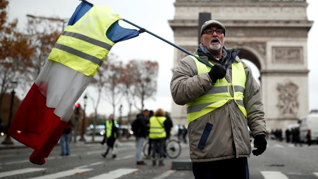 Лидер «желтых жилетов» попросил Путина признать его президентом Франции