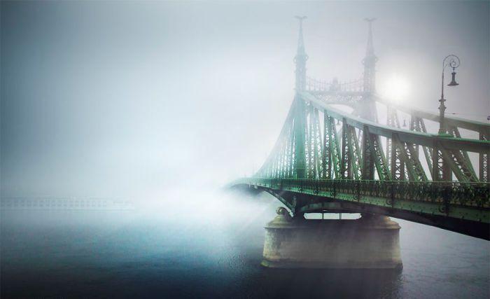 Будапешт, поглощённый туманом. Автор: Tamas Rizsavi.