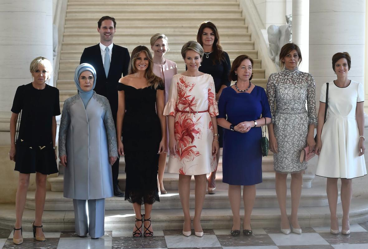 """Европа, мать её. Перед вами """"первые леди"""", фото на память. Срамота"""