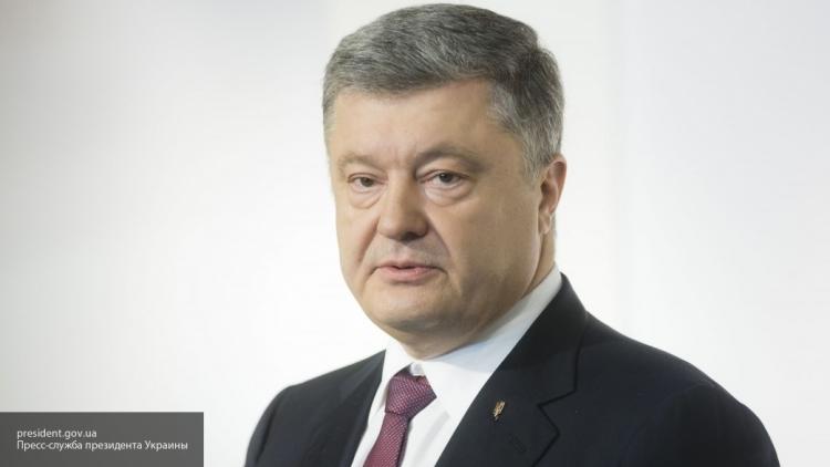 Стало известно, из-за какого вопроса прекратили допрос Порошенко по делу Януковича