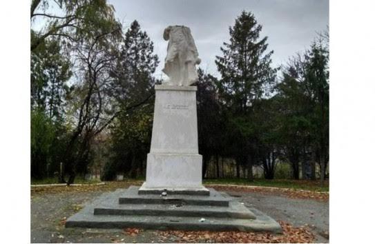 Посольство России вМолдавии возмущено: вандалы осквернили памятник Пушкину