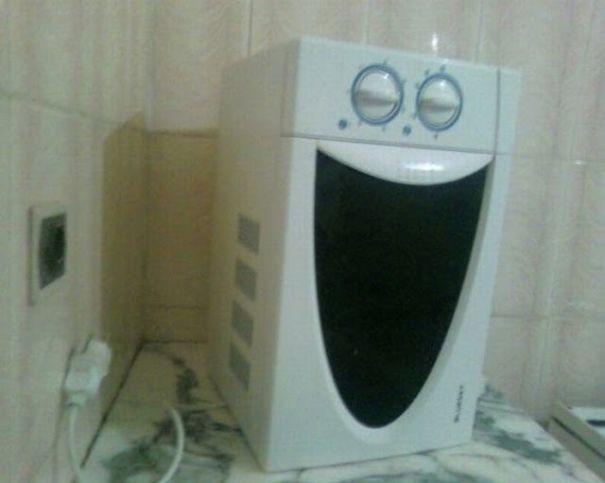 Счастливая микроволновка парейдолия, похоже да не то же, похоже на лицо