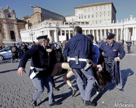 Руки Путина дотянулись до Ватикана
