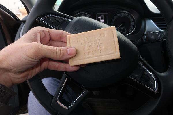 Необычные способы применения хозяйственного мыла в автомобиле!