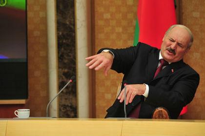Лукашенко призвал белорусов держать порох сухим