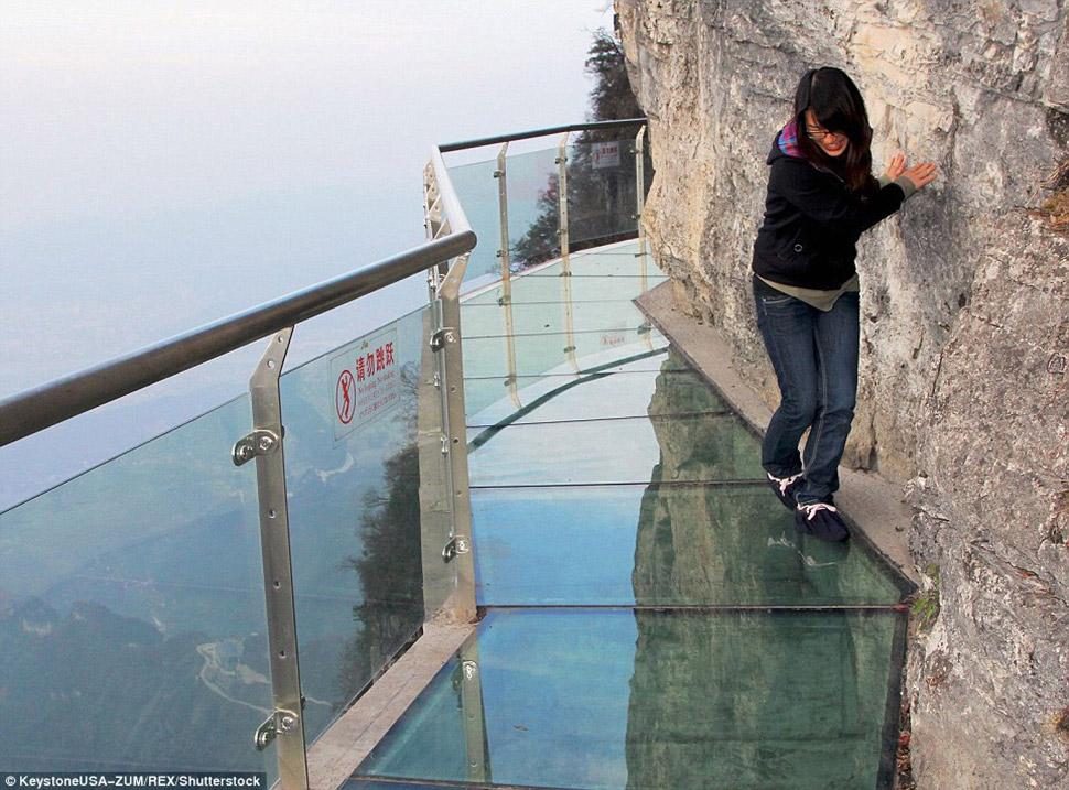 это прозрачный мост в горах устройства