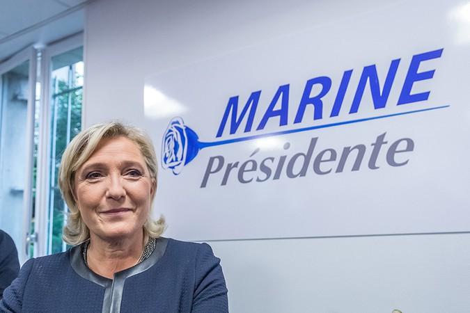 Ле Пен пообещала признать Крым российским и снять санкции