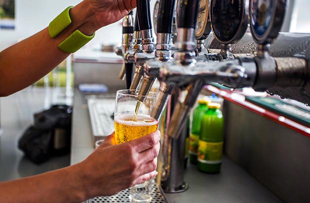 Алкобизнес не пустят в школы и больницы