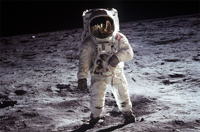 Айфон вместо Моря Спокойствия. Почему земляне покинули Луну?