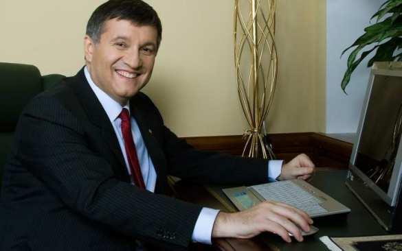 Подумаешь, с кем не бывает: «Аваков останется на посту, несмотря на дело против него» — МВД Украины