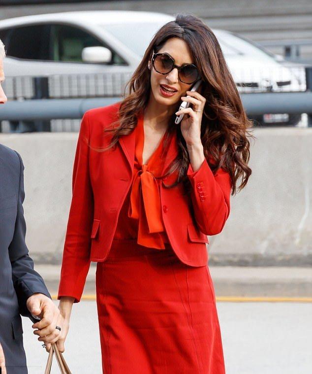 Элегантные и деловые образы Амаль Клуни