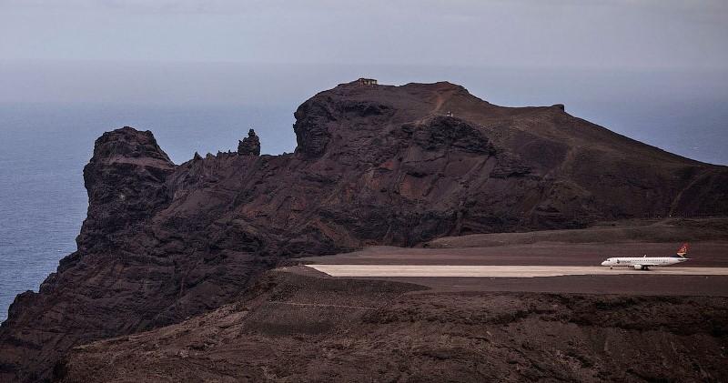 На острове, где похоронен Наполеон, простаивает самый бесполезный в мире аэропорт