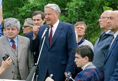 Гавриил Попов, Борис Ельцин во время митинга в Лужниках. 1989 год. © РИА «Новости» / Игорь Михалёв.