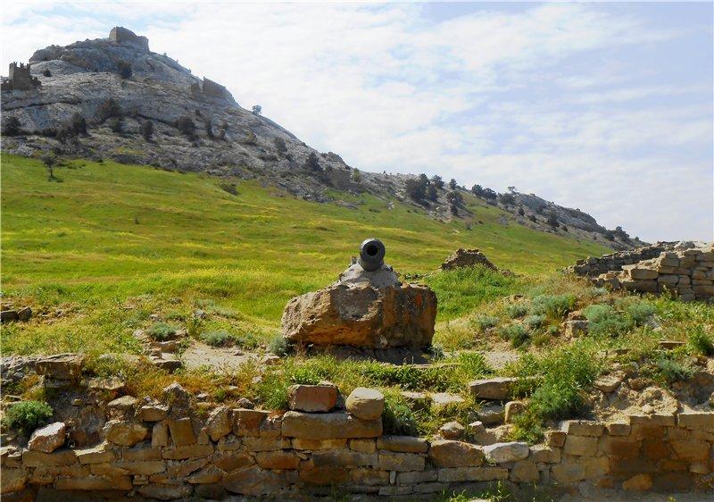Автопутешествие по Крыму - крепость Сугдеи и райское Парадизио