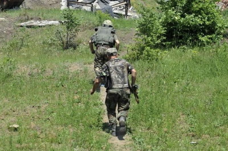 Военнослужащий ВСУ прихватил автомат и дезертировал из военной части в зоне боевых действий на Донбассе