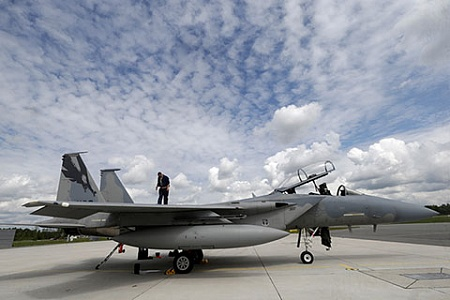Вблизи Санкт-Петербурга зависли американские F-15
