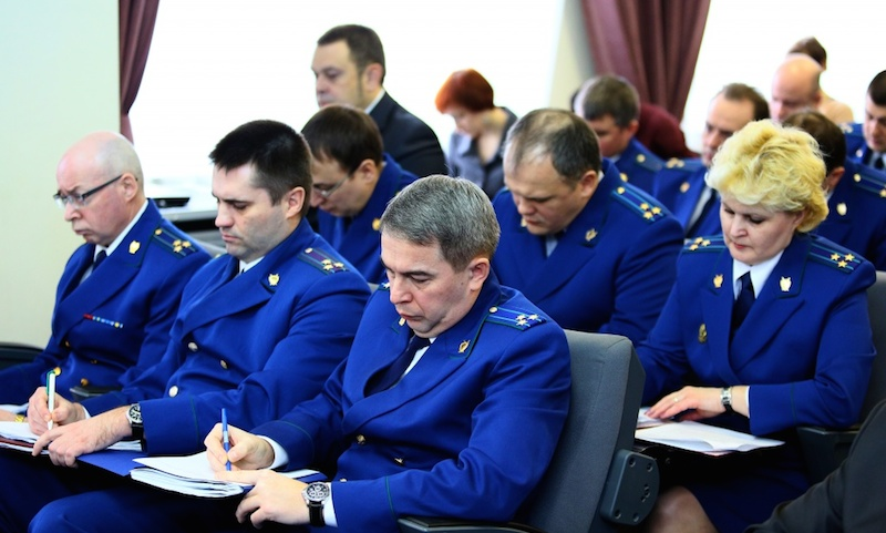 И зарплаты достойные и пенсии замечательные: Путин повысил пенсии прокурорам и следователям на 7 тысяч рублей
