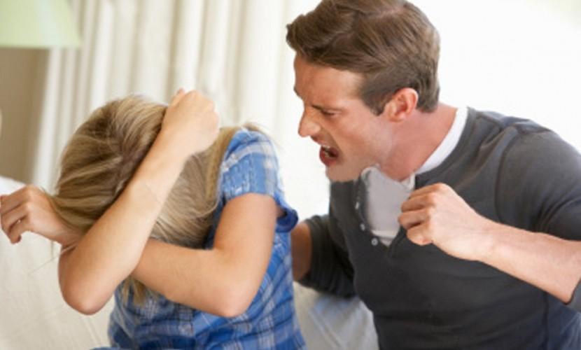 Почему женщины терпят побои …