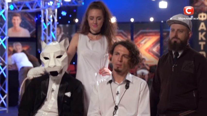 Очень неординарные гости на Х-Факторе: группа с депутатом в маске кота