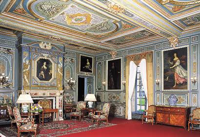 http://images2.fanpop.com/images/photos/7300000/Chateau-de-Cheverny-castles-7367335-410-280.jpg