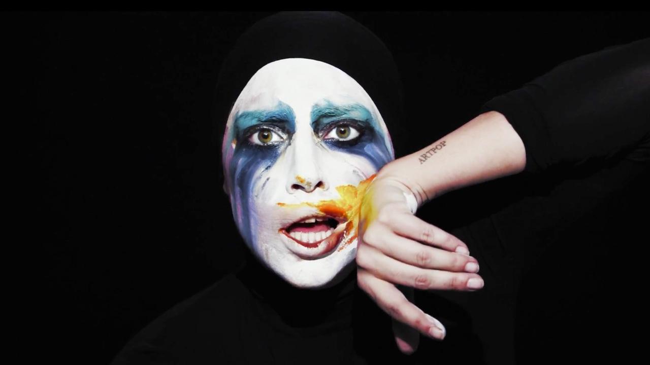 Леди Гага. Ни дня без скандала