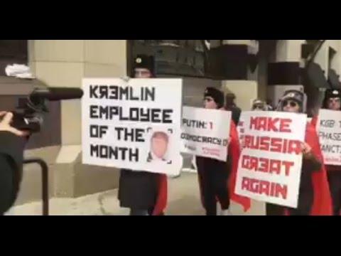 В Пенсильвании люди в шапках-ушанках устроили марш под российский гимн