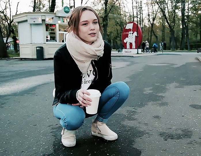 Диана Шурыгина продает кофе …