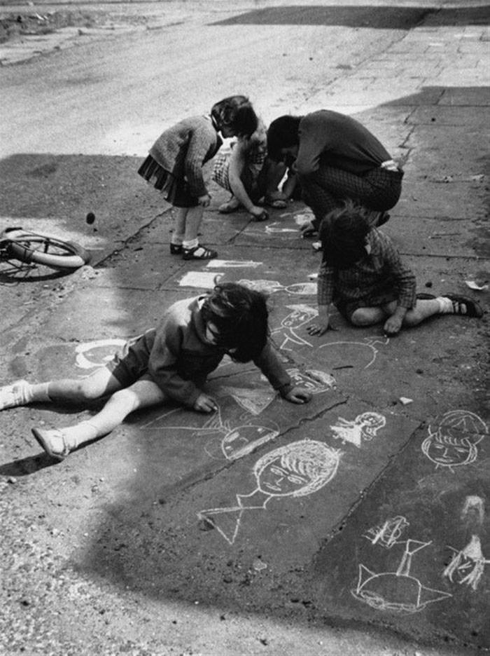 9. Рисунки мелками, Манчестер, 1966 год детство, прошлое, фотография