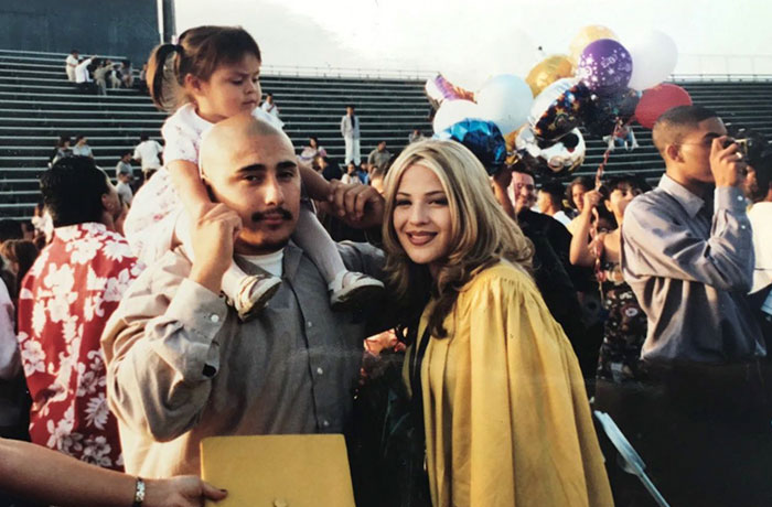 18-Year-Old Recreates Mother's High School Graduation Pic And Everyone Thinks Her Parents Don't Age