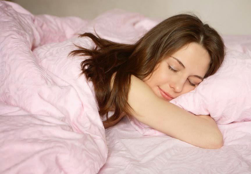 Почему спать в холоде полезно? 5 причин, которые убедят тебя уменьшить температуру в спальне.
