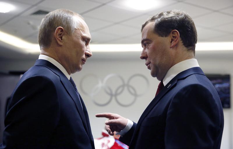 «Весёлые старты» Путина и Медведева: России деньги некуда девать