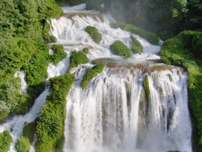 «Зелёное сердце» и мраморный водопад в Италии