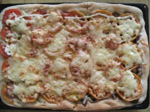 Пицца домашняя с двумя начинками