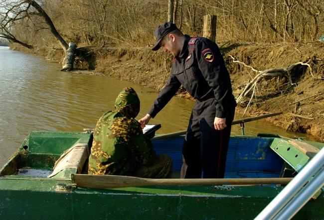 оштрафовал рыбнадзор на лодке