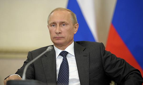Путин подписал закон об ответственности за незаконную продажу алкоголя