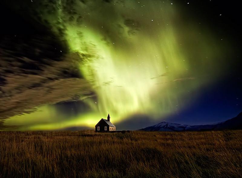 6. Северное сияние у церкви виды, исландия, красота, фото