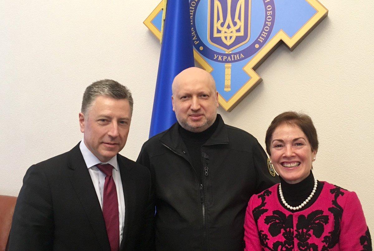 Волкер встретился с Турчиновым и сделал фото на память