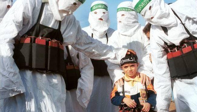 В Германии шокированы возрастом террориста, заложившего бомбу под ёлку. Выяснилось как террористы использовали армию Германии