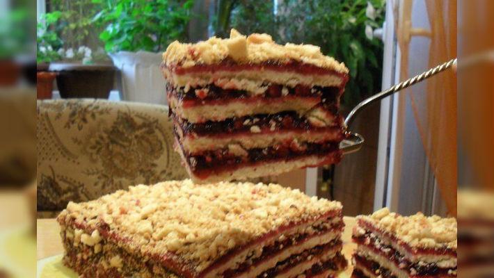 Влюбитесь в этот тортик с первого взгляда! Сочетание песочного теста с кисло-сладкой прослойкой, не может оставить равнодушным!