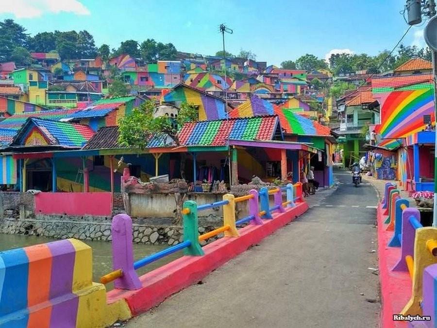 Кампунг Пеланги — радужная индонезийская деревня