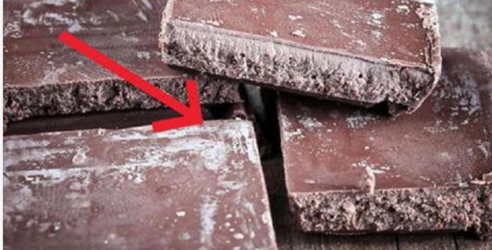 Вот почему на шоколаде появляется белый налет… Истинная причина частого явления