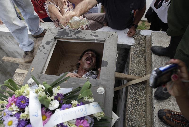 На Кубе ради забавы живьем похоронили человека
